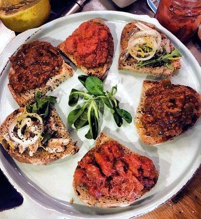 I'Licchio: Bruschette di pesce povero