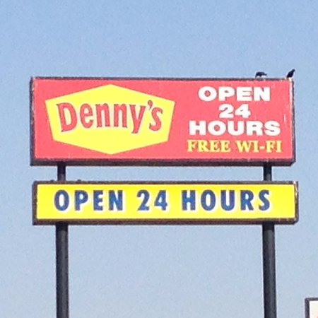 Buttonwillow, CA: Denny's advertising free WiFi