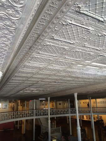 Trinidad, CO: Beautiful original tin ceiling.
