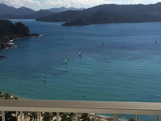 Reef View Hotel: view form our room looking at the hired boats etc high tide