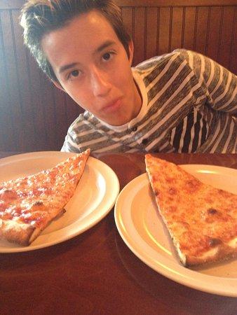 Altamonte Springs, FL: Son's BIG slices