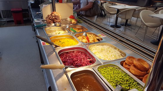 Тонтон, UK: We had a lovely carvery and the pork was to die for