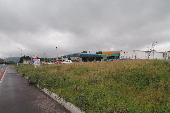 Carrickfergus, UK: You can park at the Topaz Garage.