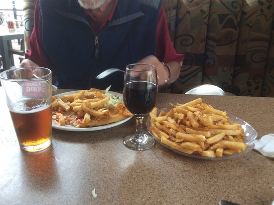 West Vancouver, Canadá: Halibut fish and chips and delicious fries