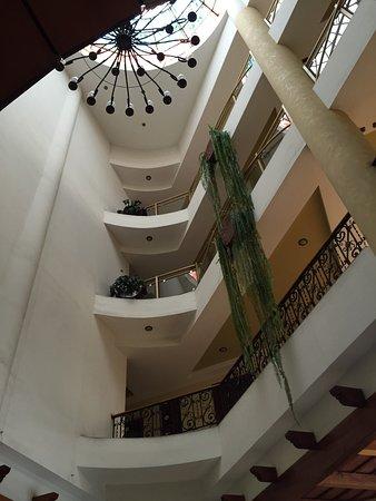 Hotel Ruinas Resort : Hotel muy bonito , moderno con casino dentro , sin embargo para mi gusto las habitaciones son mu