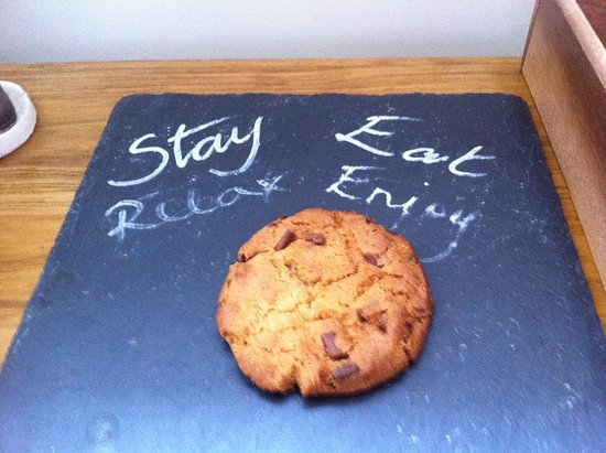 The Plough: Welcome note and fresh made cookie