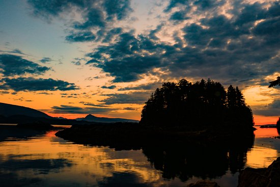 Telegraph Cove, Canadá: A sunset so beautiful, you couldn't paint one more beautiful