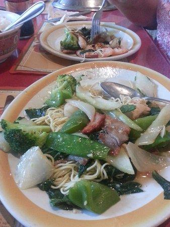 Fort Erie, Canada: Chicken Chow Mein