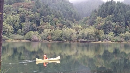 Reedsport, OR: Enjoy paddling in one of our canoes.