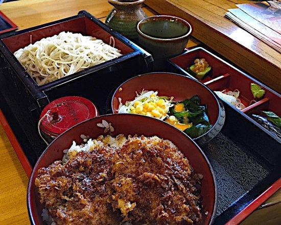 Maebashi, Giappone: 蕎麦とソースカツ丼のセット