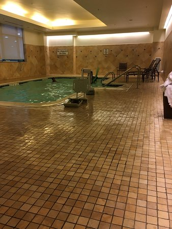 Newport News, VA: Ugh! Nasty pool water!!!