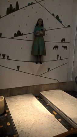 Ourem, Portugalia: Túmulos de Jacinta e Maria Lucia