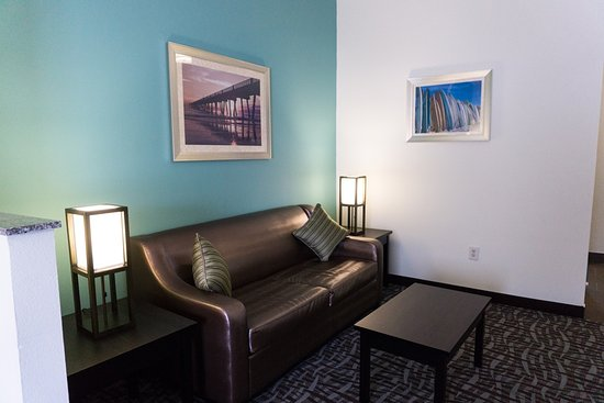 Atlantic Beach, FL: King Suite seating area