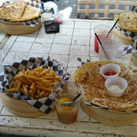 Wyndham Bonnet Creek Resort: Ginormous portions at Escudos Bar and Grill, Tower 5 pool. This was the chicken quesadilla that