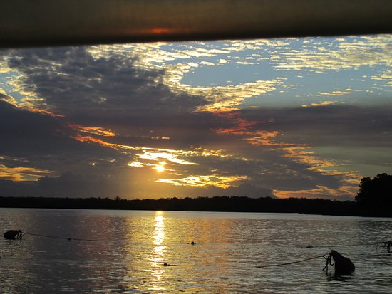 Tin Can Bay, Australia: Sunset near the end of our cruise
