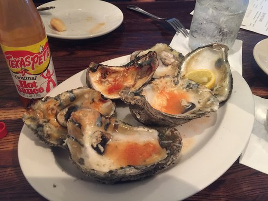 Saint Helena Island, Güney Carolina: Chargrilled Oysters were large, succulent and extremely tasty