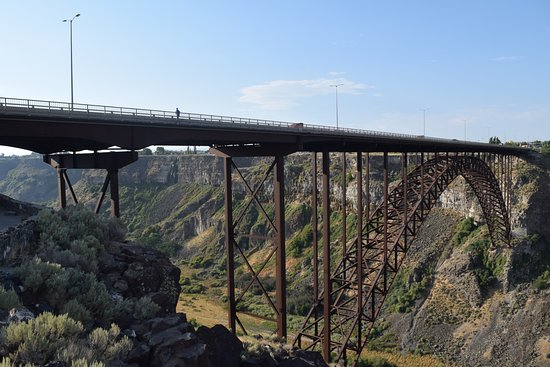 Comfort Inn & Suites: Bridge over Snake River, just south of hotel - great gorge views!