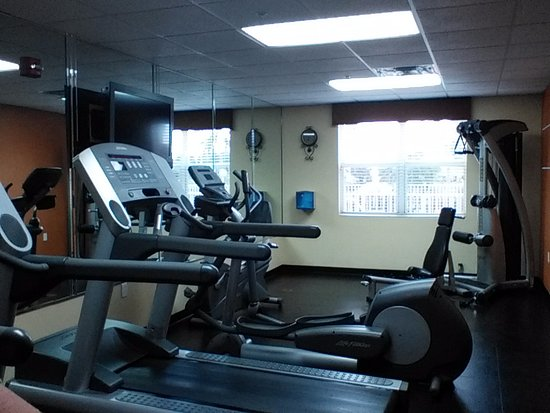 Country Inn & Suites By Carlson, Bradenton at I-75: Fitness Center with tv, clean towels and can for air circulation.