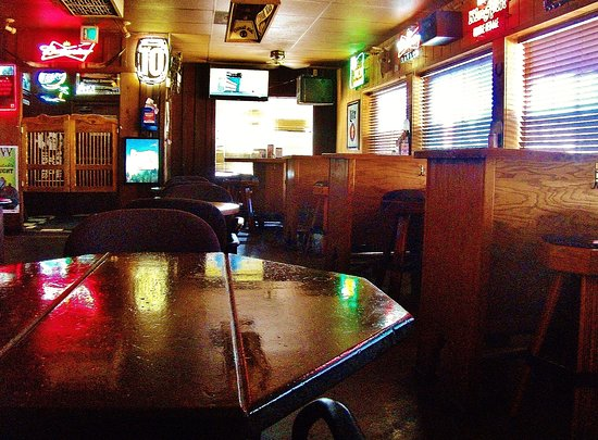 Fairview, OR: Tables and booths and saloon doors