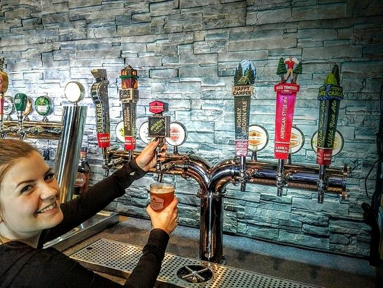 Fort Frances, Canadá: Lake of the Woods Brewing Company on Tap!