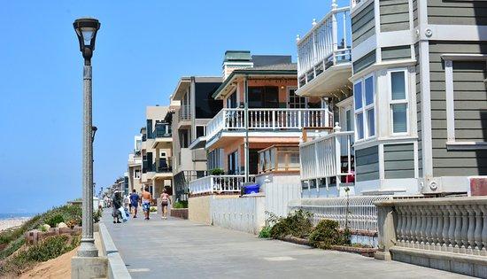 Manhattan Beach Houses Next To The