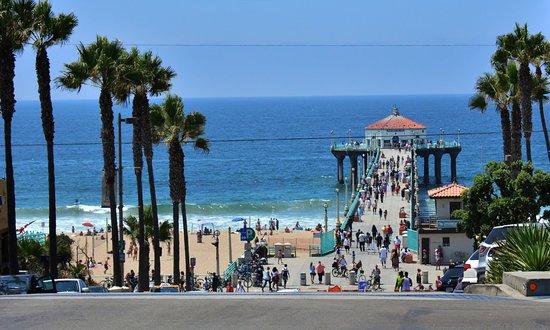 แมนฮัตตันบีช, แคลิฟอร์เนีย: From street look at the pier