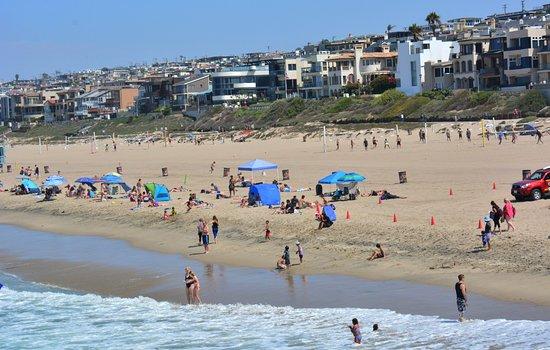 แมนฮัตตันบีช, แคลิฟอร์เนีย: From the pier look at the beach