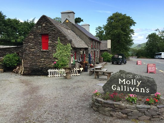 """Kenmare, Irland: This place calls to you to as you pass by: """"Stop in for tea & scones..."""""""