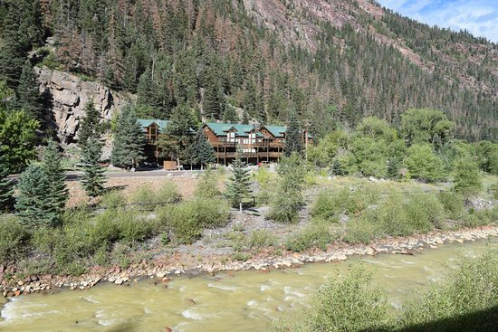 Hot Springs Inn: Can't get better than a river singing you to sleep!