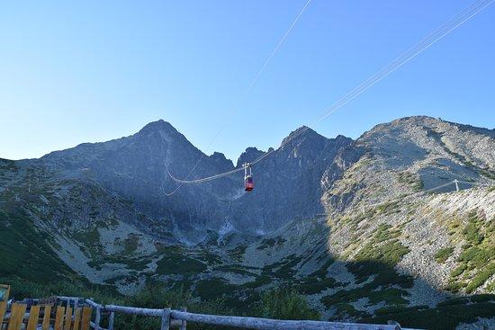 Высокие Татры, Словакия: The cable car look tiny