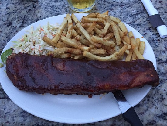 Lighthouse Pub: Really delicious full rack of ribs :)