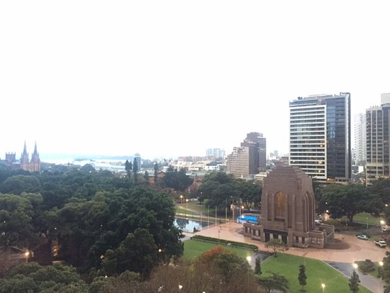 Hyde Park Inn: Great view over Sydney from the balcony