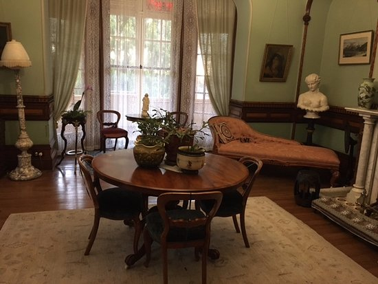 Larnach Castle & Gardens: One of the beautiful rooms