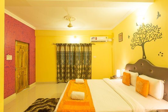 OYO Rooms Near Candolim Newtons Super Market