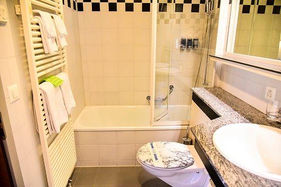 Belvedere Swiss Quality Hotel: 욕실 바닥이 난방처리 되어있어 맨발로 다녀도 따뜻합니다.