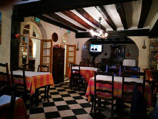 Mirepoix, Frankrike: TA_IMG_20160830_084019_large.jpg