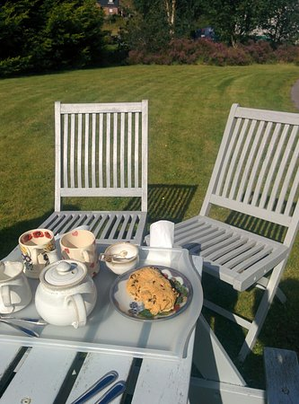 Shieldaig, UK: Tea and delicious cake when we arrived