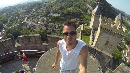 Foix, Francia: Výhled z betonové stříšky nad schodištěm.