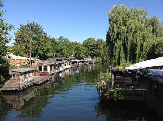 Landwehrkanal: Floating restaurants