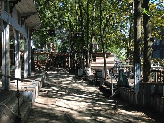 Landwehrkanal: Inside walk to floating restaurants