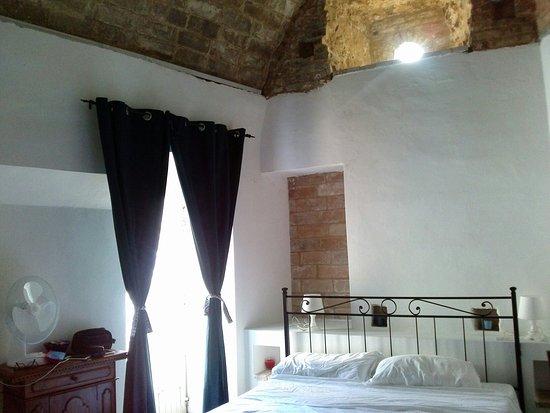 Montefiore dell'Aso, Italia: CAM04458_large.jpg