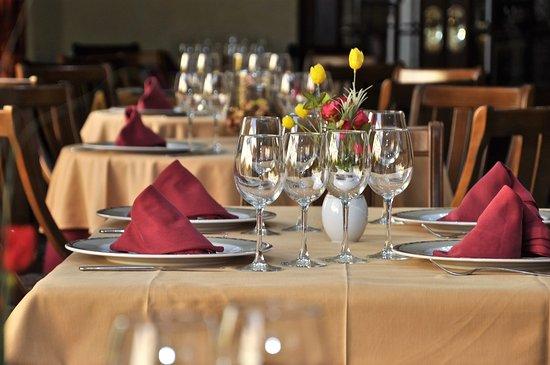 Hotel Averroes: MESA RESTAURANTE