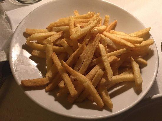 Sandton, Sydafrika: Side order of chips @ R28.00