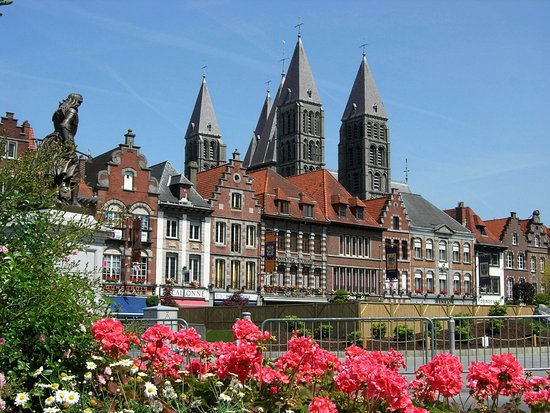 LA GRAND PLACE DE TOURNAI