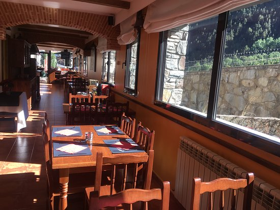 Arinsal, Andorra: Comedor con vistas a la montaña