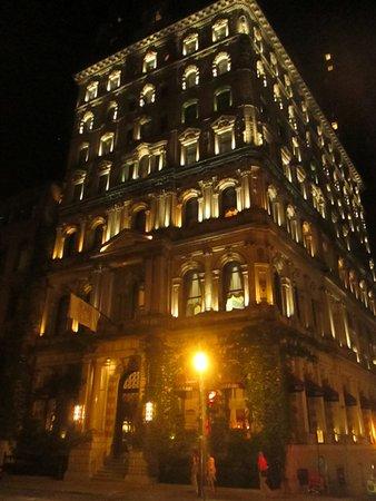 Hotel Le St-James: vue de nuit
