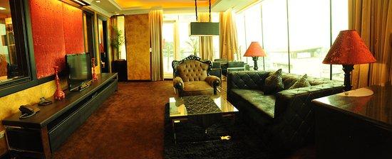 The Fields Plaza Suites : 2-Bedroom Deluxe East Balcony Suite