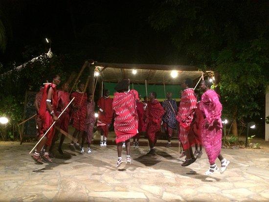 Uroa Bay Beach Resort: Masaï evening