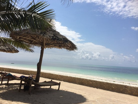Uroa Bay Beach Resort: Beach area