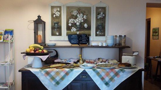 Agriturismo Casale Tozzetti: La colazione a buffet